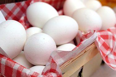お酢を使うとゆで卵の殻がむきやすくなるのは何故?